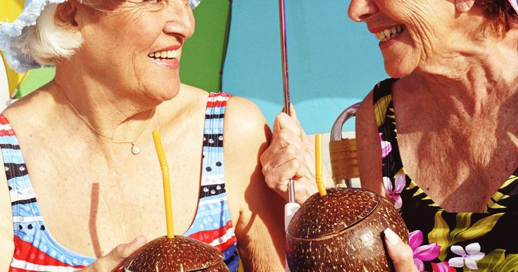 Aceite de coco para la celulitis. Las mujeres comúnmente desarrollan almacenajes de grasa que forman la apariencia de piel grumosa conocida como celulitis. La genética juega un papel muy importante en tu habilidad de desarrollar la celulitis. Los defensores de la dieta de coco, indican que consumir aceite de coco ayuda a reducir esta capa desagradable de grasa. Sin embargo, la ...