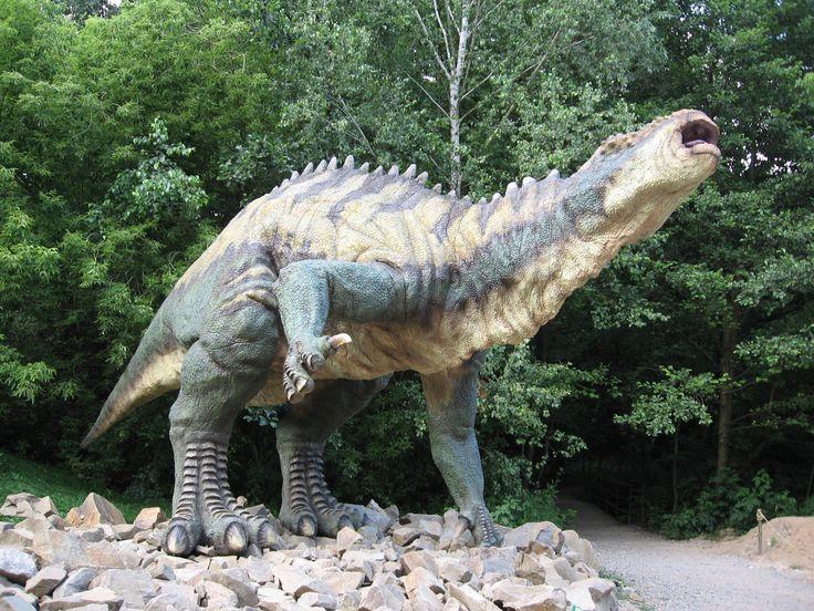 Prehist._05(dinopark_vyškov_cz.).jpg (1600×1200) - Iguanodon. Dinosauria, Ornithischia, Ornithopoda. Auteur : Pernak, 2004.
