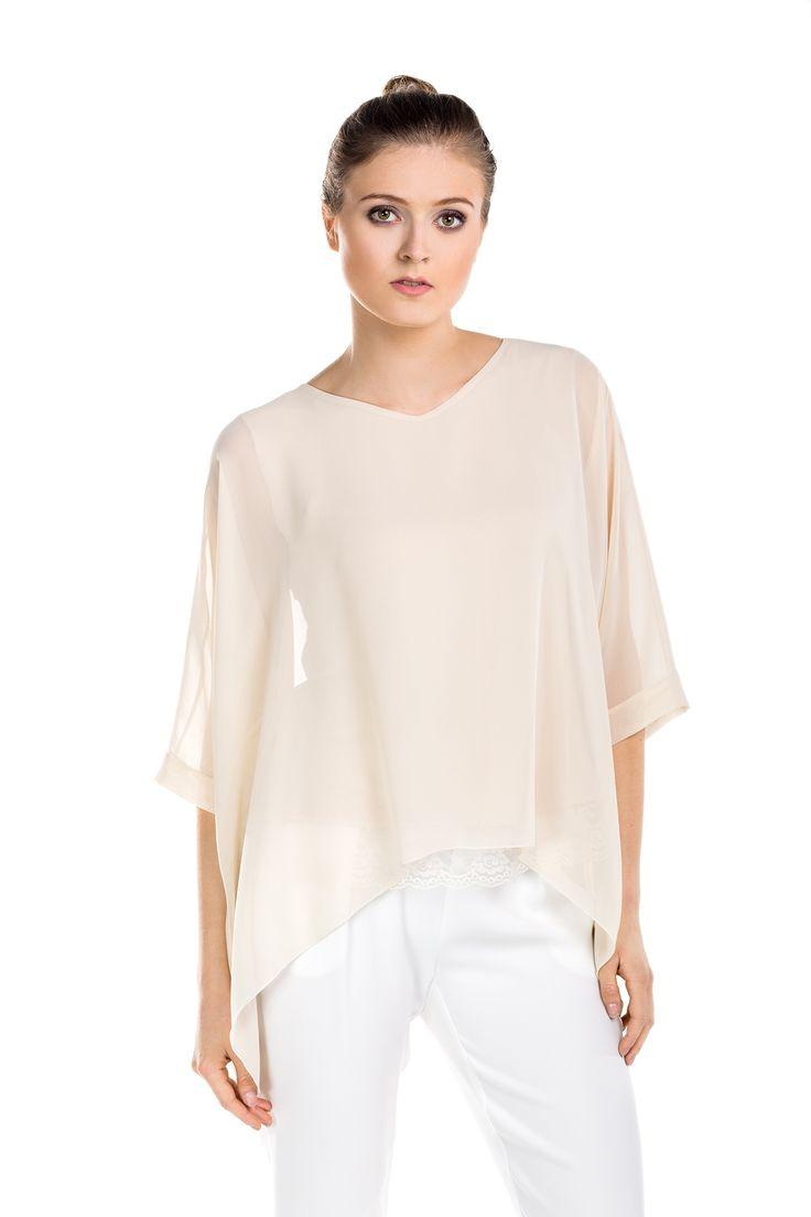 Szyfonowa bluzka oversize. Oversize chiffon blouse.