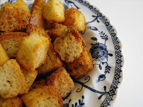 As receitas lá de casa: Crouton ou cubos de pão fritos com azeite, alho e ...
