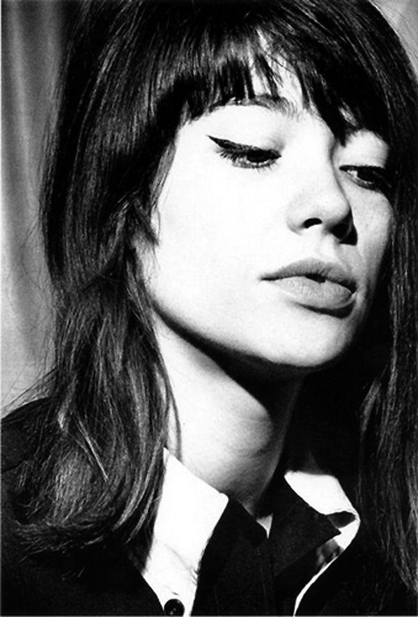 Françoise Hardy with eyeliner to perfection! http://www.lisaeldridge.com/video/26437/alexa-chung-makeup-tutorial-starring-alexa-chung/