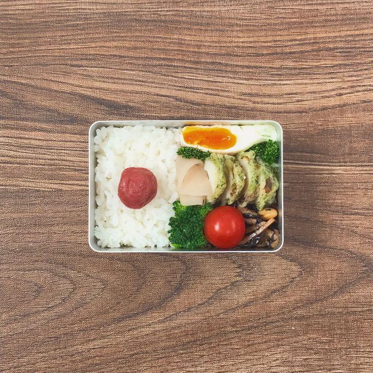 posted by @sa_yang38 お仕事です! なんだか落ち着かない週末業務。 ( ̄▽ ̄;) ここらでパワーチャージします。 お昼〜!( ´ ▽ ` )ノ #お弁当 #obentoart