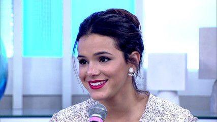 Bruna Marquezine usando modelo de briincos ear jacket