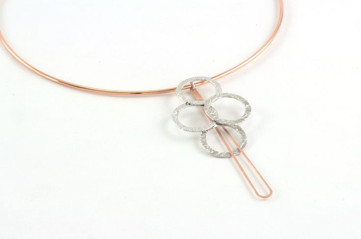 EOS Bijoux shop online www.eosbijoux.com choker necklace, silver collar, collana in argento, hoop shaped, circle shaped, pendant collar, pendente a goccia, gaining finishing, argento lavorato, rodio bianco finitura oro, minimal style, elegant necklace, dainty circle necklace.