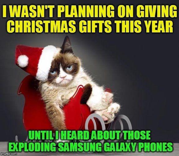 18 Christmas Memes To Make Your Holiday Funnier Christmas Memes Funny Grumpy Cat Christmas Funny Merry Christmas Memes