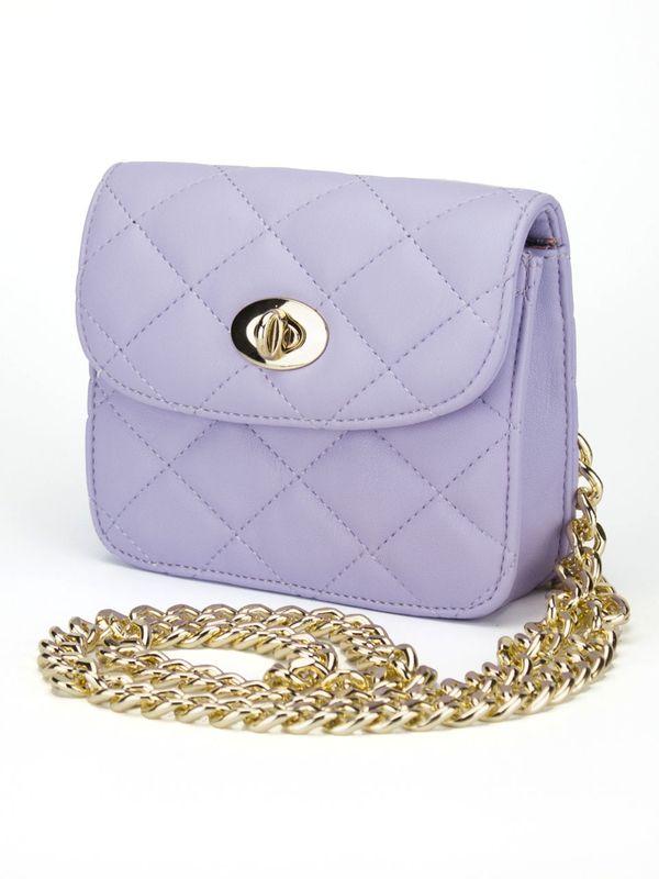 Сиреневая сумка-клатч Amelie Galanti. Маленькая стильная сиреневая сумочка-клатч на золотой цепочке. Внутри одно отделение с кармашком на молнии. Сумочку можно носить на цепочке либо на поясе. Снаружи есть шлейки для ремня. Закрывается на поворотный замочек. Материал - искусственная кожа. Подкладка тканевая. Можно купить на https://getyourbag.ru за 1500 рублей #getyourbag #сумка #amelie #galanti #купить #сумку #недорого #клатч