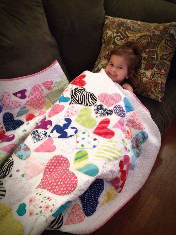 Colcha de bebé corazón de ropa por RobinSewCrazy en Etsy