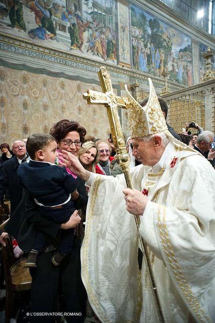 El Papa bautiza 16 niños en la Capilla Sixtina | Flickr - Photo Sharing!