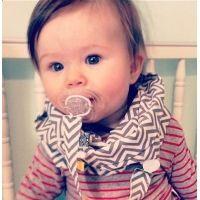 Foulard Infini bébé avec attache-suce 3 mois à 2 ans chevrons gris