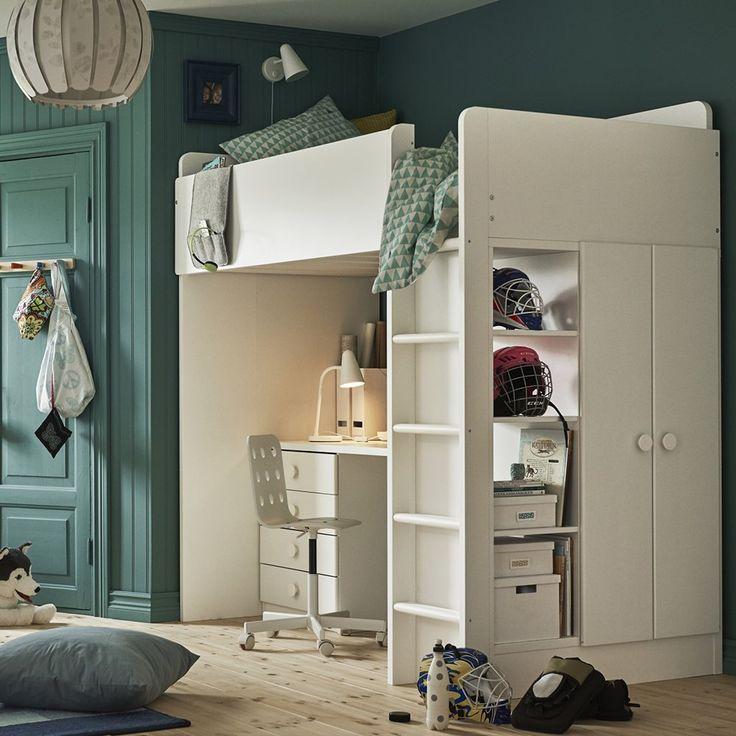 Une chambre de garçon avec lit mezzanine