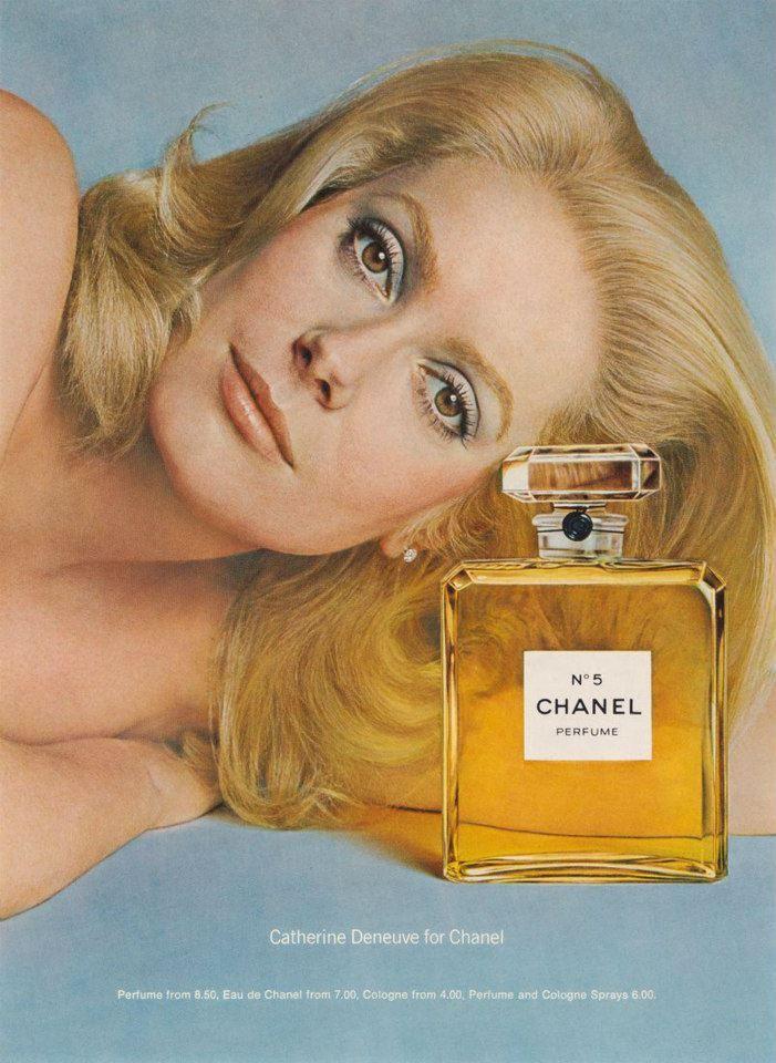 1975 - Catherine Deneuve fotografata da Richard Avedon per una campagna pubblicitaria di Chanel N5 diffusa esclusivamente negli Stati Uniti