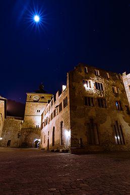 """Das Heidelberger Schloss bei Vollmond und eine sternenklare Nacht. Welche Einstellungen du an deiner Kamera brauchst, um solche Bilder zu erstellen, erfährst du in dem Videotraining """"Nachtfotografie Grundlagen"""". Du musst nur auf das Bild klicken und kannst gleich das neue Wissen umsetzen!"""