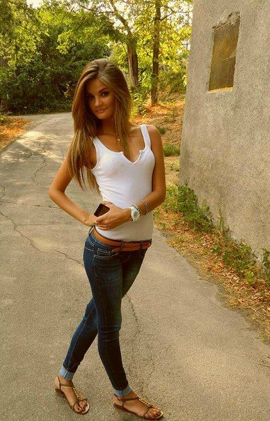 jeans and tank top simple and cute