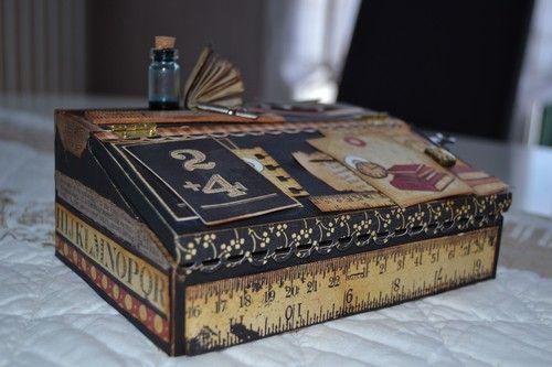Boîte en forme de pupitre écolier. Journal Jar  par Linette au Beurre.