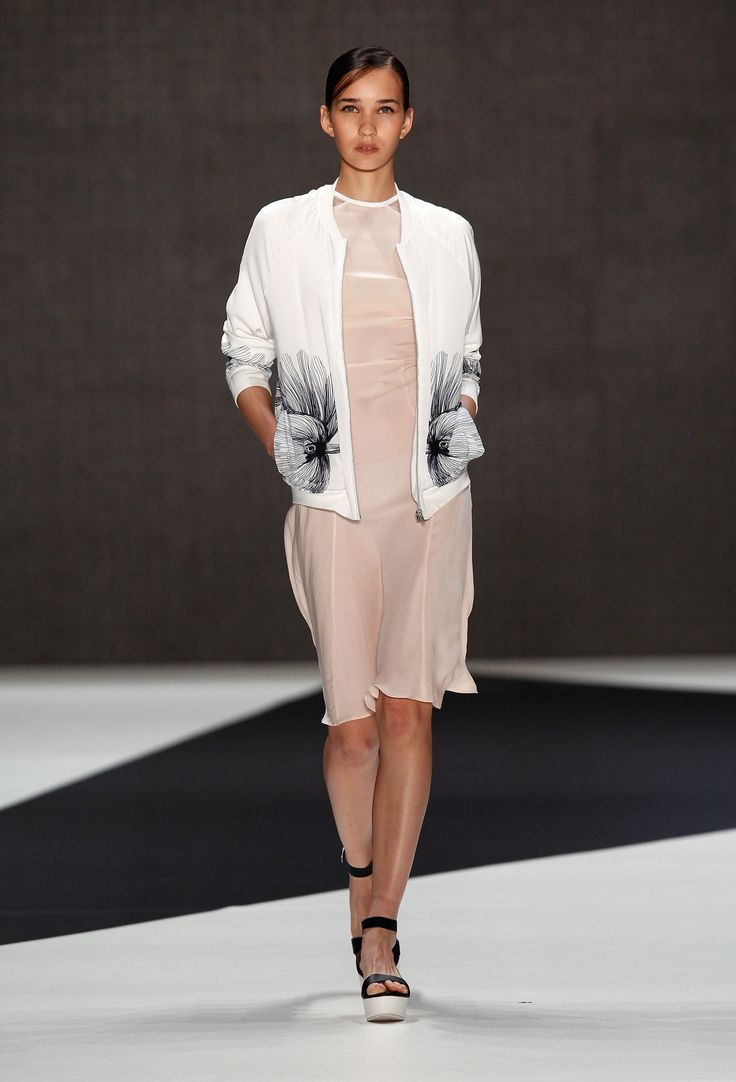 Look 24: Birdie Bomber Jacket with Catch Cocktail Dress  get it here >> http://www.fashionid.de/dft-ioana-ciolacu/damen-blouson-mit-vogel-druck-weiss-9148382_84/
