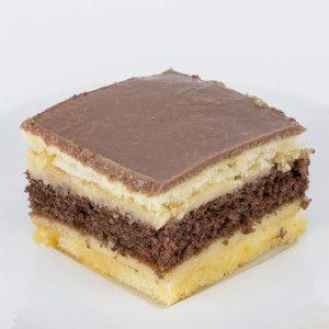 Un blat cu nucă și cacao între două foi cu albuș și crema de vanilie Juliette. Un nume potrivit pentru o prăjitură care ştie să îmbine perfect contrariile. O prajitură a cărei bază e bine ancorată într-un blat cu nucă şi cacao, dar care aspiră catre înălţimile diafane ale gustului prin crema de vanilie şi foile sale cu albuş. 300g
