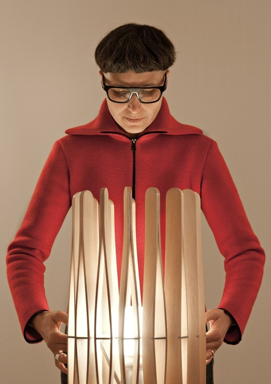 Stick F23 by Fabbian- a single module that acts like a pliable material: http://www.archello.com/en/product/stick-f23 #Archello #Lighting #Design