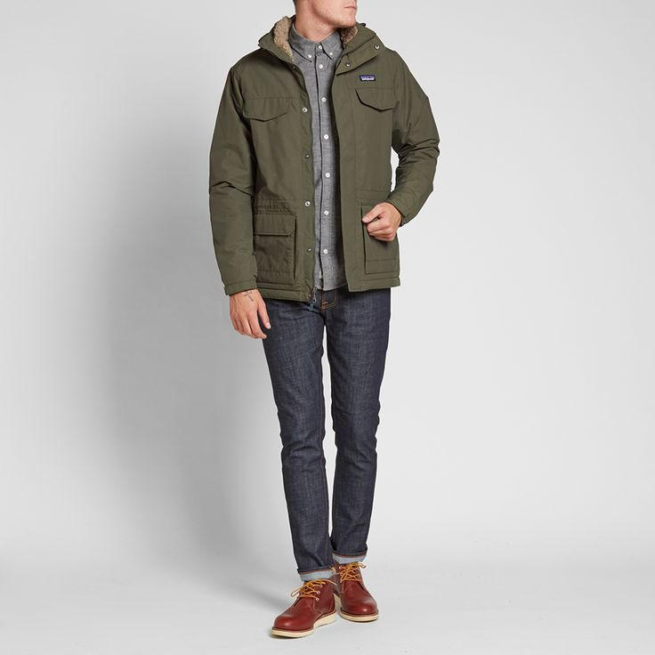 Designed to give real warmth and incredible protection from the elements when the cold winter days and nights are drawing in, the Patagonia Isthmus Parka is constructed with a full Durable Water Repellent shell and fleece lining. Cut in a contemporary fit whilst still referencing the look of this classic 1960's design, it is equipped with four chest pockets and a detachable fleece lined hood.  100% Nylon Durable Water Repellent Shell Full Fleece Lining Detachable Hood Two Way Zip Closure…