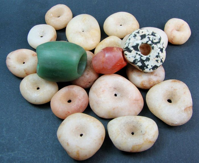 Currently at the #Catawiki auctions: 21 Neolithic Sahara beads / pendants  - 24mm to 13mm (21)