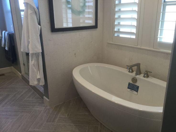 Love this bathtub!  Click to learn more about the Painted Sky collection by Shea Homes at Backcountry in Highlands Ranch, Colorado.