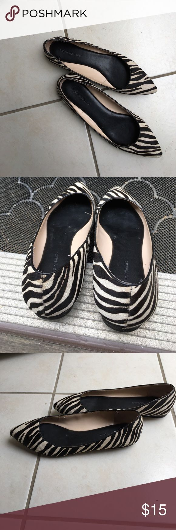 Black and white leopard flat shoes 9M Banana Republic black and white leopard flat shoes. Rarely worn in very good condition. Banana Republic Shoes Flats & Loafers