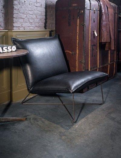 Zwarte lederen lounge eenzit Earl - Black leather lounge seat Earl - Take a load off - #WoonTheater
