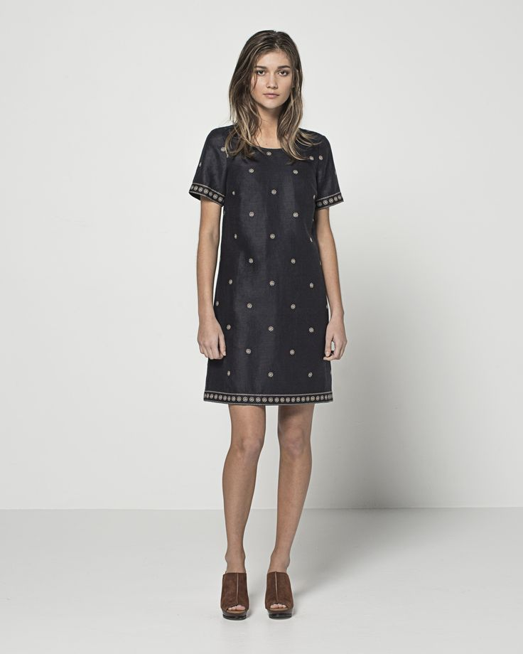 Embroidered Linen Daisy T Dress (Ink)