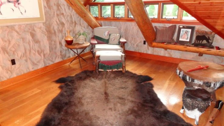 If you have cowhide rugs or other animal skin rugs, you'll find these DO's & DON'ts for cleaning leather rugs helpful! Plus tips for using rugs as wall art.