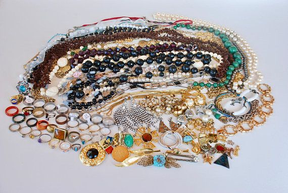 Vintage Costume Jewelry Lot  3.75 Pounds 112 Pieces Necklace