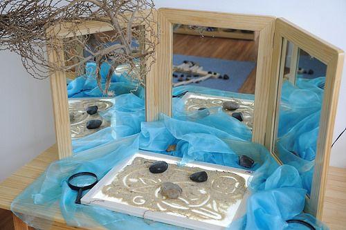 EtonHouse International Preschool Hong Kong ≈≈I like the use of the tri-fold mirror with the sand on light table.