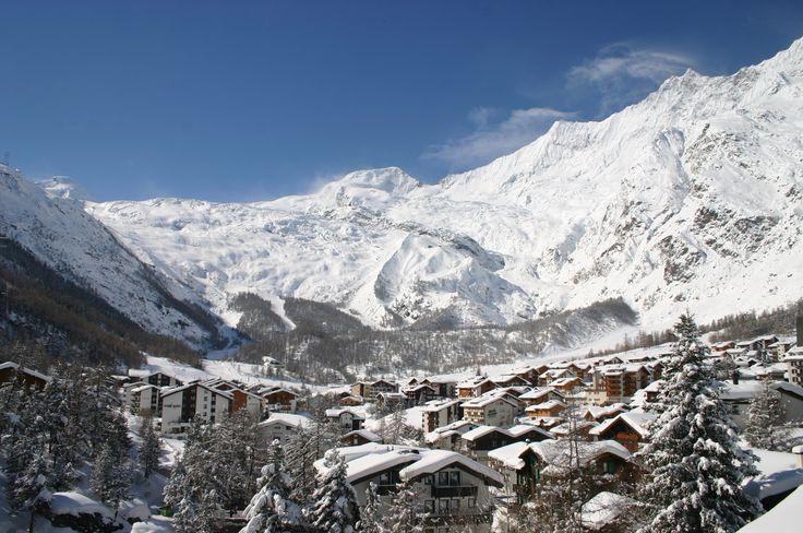 Saas-Fee - einfach nur traumhaft! Und zu Silvester haben wir ein Traumangebot: 1 Woche Skiurlaub zu Silvester inkl. Busfahrt, Unterkunft, Vollverpflegung und SAISONSKIPASS Saas-Fee für nur 699 EUR!