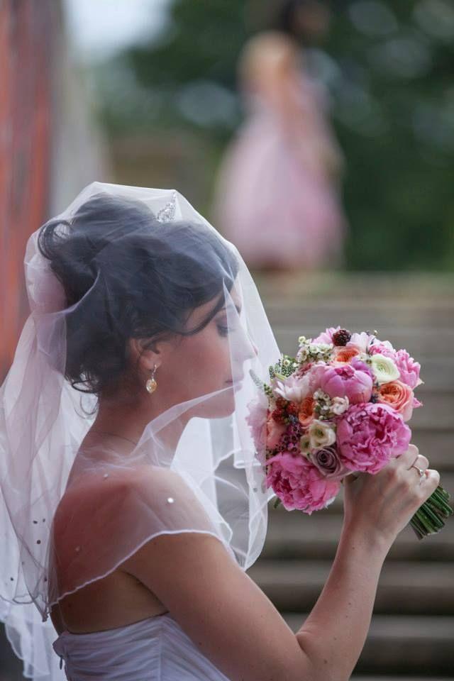 A gorgeous bride.  Photo credit: http://www.pinterest.com/tzutzu75/