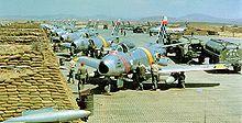 Des F-86 Sabre de l'USAF en 1952 sur une base aérienne à Suwon.