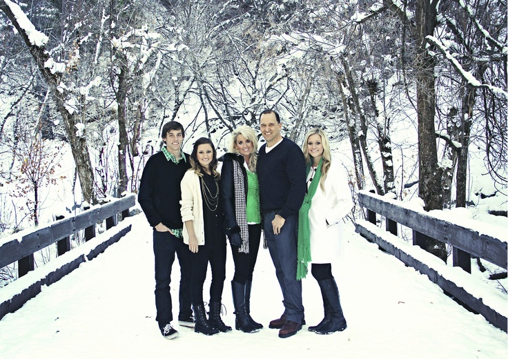If it actually snows over a weekend I say that we grab Julie & the fam, brenda & the fam and of course @Athena Lynkiewicz-Kujawa 's fam for a pic like this :0
