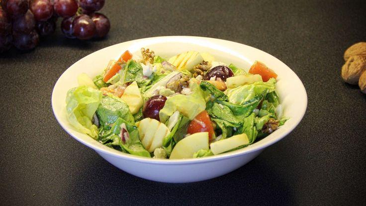 Zin om eens wat super gezonds te maken? Met dit vegetarische recept voor een salade met druiven, feta, appel en walnoten maak je iedereen blij.