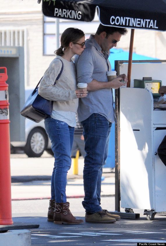 Jennifer Garner, Ben Affleck Share PDA While Out On A Lunch Date