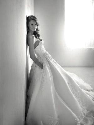 Roxana: Vestido de boda de organza bordada y pedrería | Pronovias 2018 | Pronovias