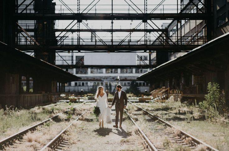 Boho Industriellen Hochzeit An Einem Verlassenen Bahnhof - Bahnhof, Boho, einem, Hochzeit, Industriellen, Verlassenen - Mode Kreativ - http://modekreativ.com/2017/05/20/boho-industriellen-hochzeit-an-einem-verlassenen-bahnhof.html