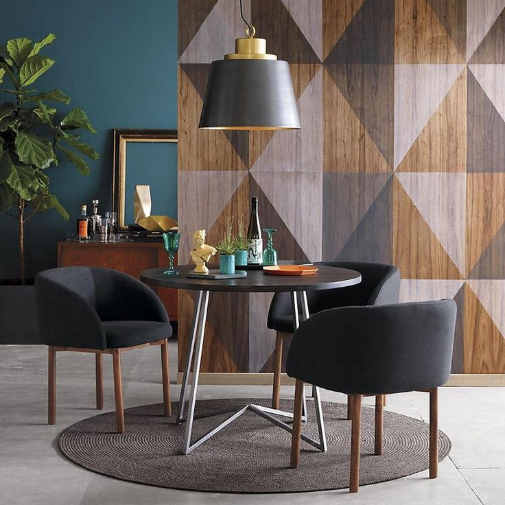 A-statement-wall-makes-a-dining-room-stand-out A-statement-wall-makes-a-dining-room-stand-out