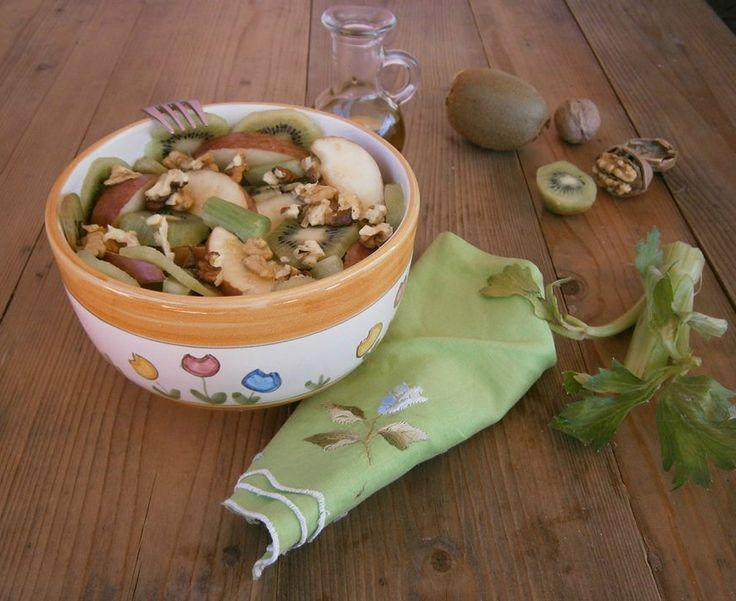 Insalata di sedano, mela e kiwi