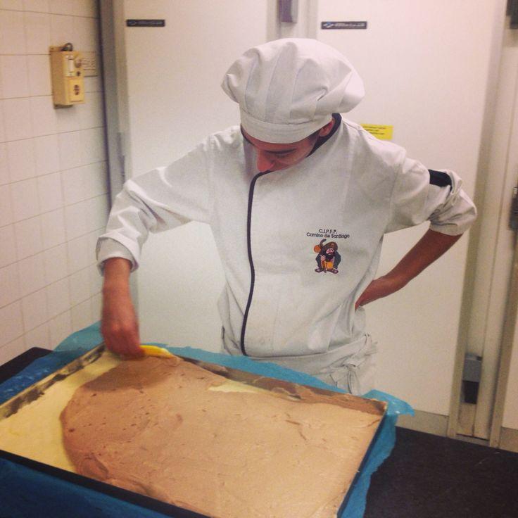Pastelera jefe en el obrador hoy @raquelvig8