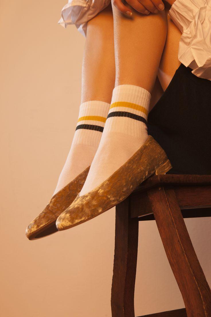 Eva Hooft Carton Magazine Fiona Torre Robe et chemise H & M, chaussettes Pas Chassé & chaussures Stuart Weitzman
