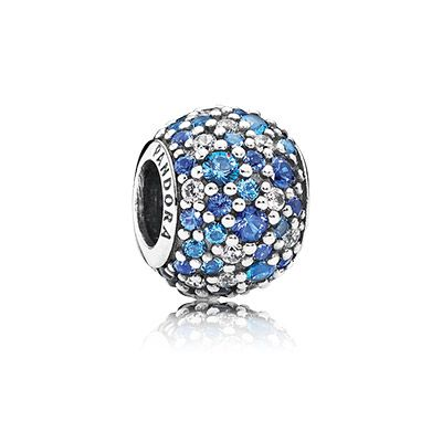 27 Swiss blue crystals, 30 blue crystals and 21 clear cubic zirconia make the blue mosaic pavé charm twinkle. A dazzling addition to any bracelet. #PANDORA #PANDORAcharm