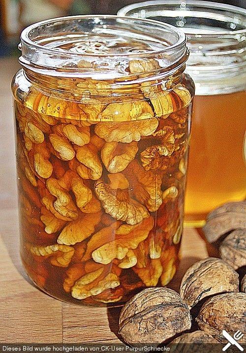 Honig - Walnüsse, 500 g walnuts ( coarsely chopped ) 500 g of honey ( acacia honey) 2 tablespoons brandy, The mass pour into small jars and leave for 2 weeks. The honey nuts are suitable for refining of fruit salads , yogurt and spread on bread . They are also perfect for gifting .