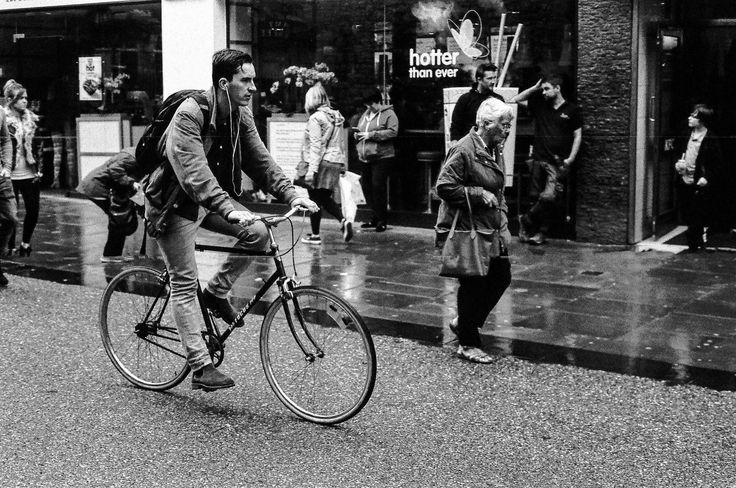 https://flic.kr/p/ZaxZVE | The cyclist, Oxford | Film HP5 at 1600 iso nikon f80 50mm  31050025.jpg