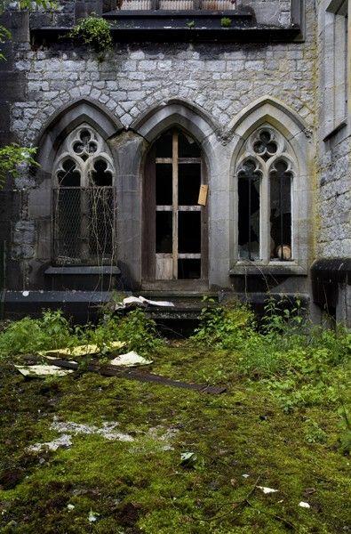 Gothic: Medieval Windows, Liedekerke Beaufort Left, Beautiful Ruins, Medieval Castles, Abandoned Castles, Belgium, Abandoned Ruins, Chateau, Miranda