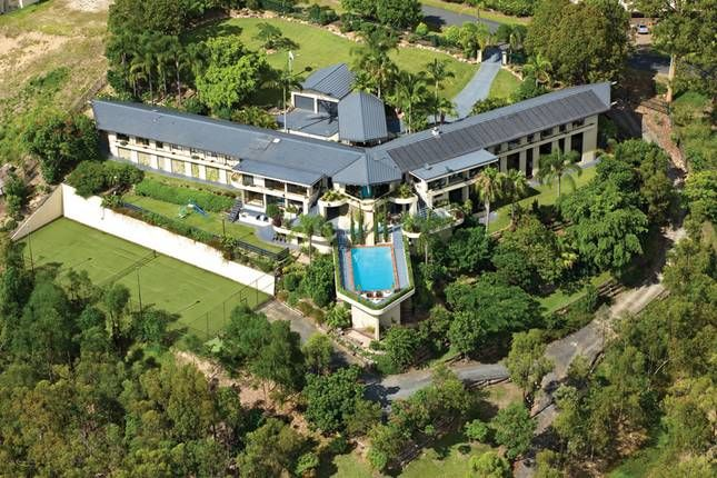 Wings Hinterland Retreat, a Gold Coast Hinterland Massive Mansion From $74.00pp | Stayz