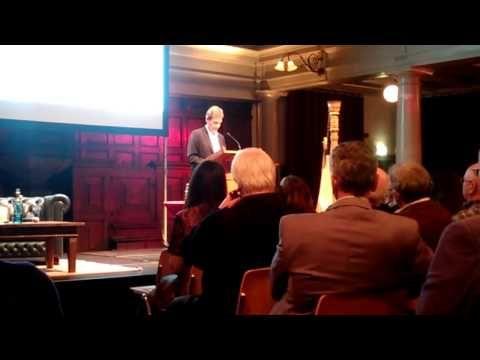 Graham Swift leest voor uit zijn boek 'Engeland en andere verhalen' tijdens de lancering van Hollands Diep
