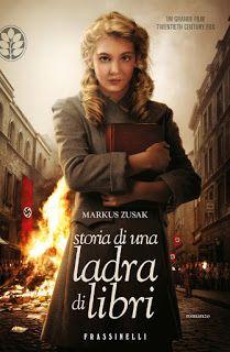 Storia di una ladra di libri di Markus Zusak, una storia che commuove e, fin dal primo capitolo, si differenzia da ogni libro sulla Seconda Guerra Mondiale.
