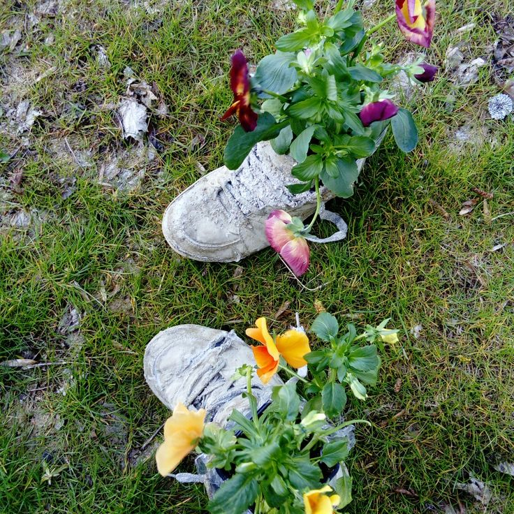 Shoes flowerstand from Concrete-Art   #concreteart, #flowerstand, #gardendecor, #shoes